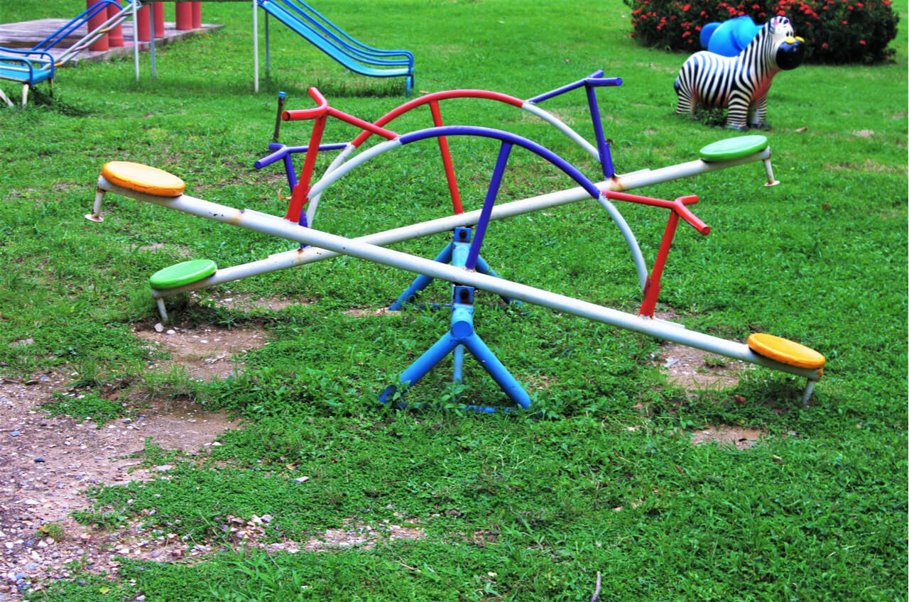 playground see saws
