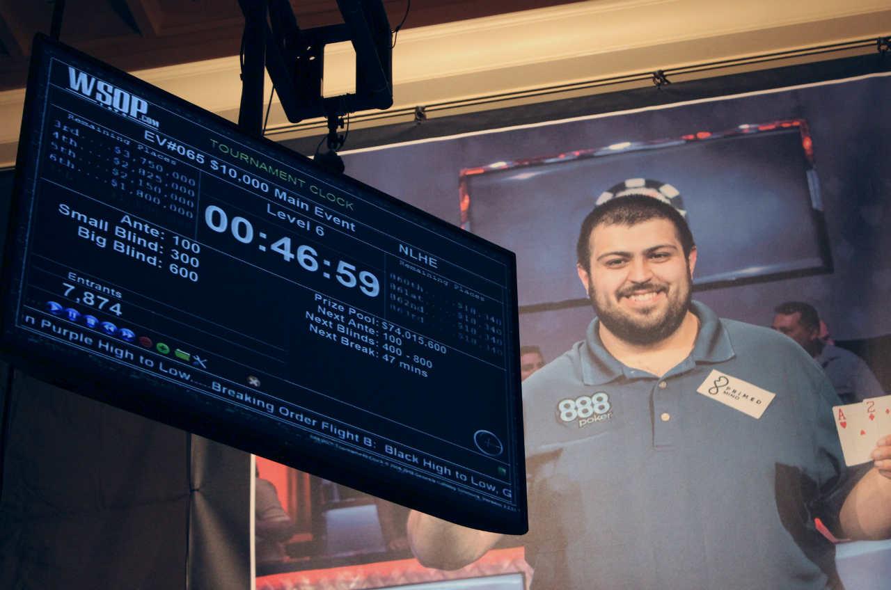 Scott Blumstein banner and WSOP tournament clock